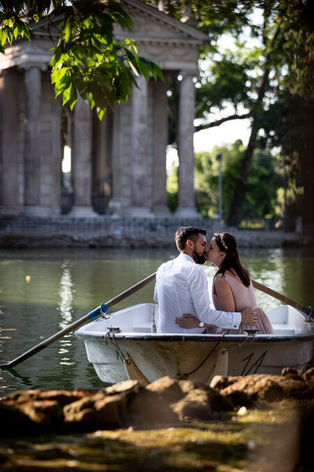 Couple on a rowboat during their honeymoon photo session in Villa Borghese, Rome