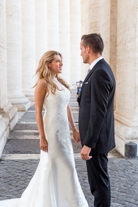 Vanesa & Alberto, an elegant Sposi Novelli couple, in Saint Peter's Square, Vatican City, Rome