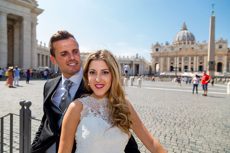 Vanesa & Alberto, a beautiful wedding couple during their Sposi Novelli photoshoot in Saint Peter's Square